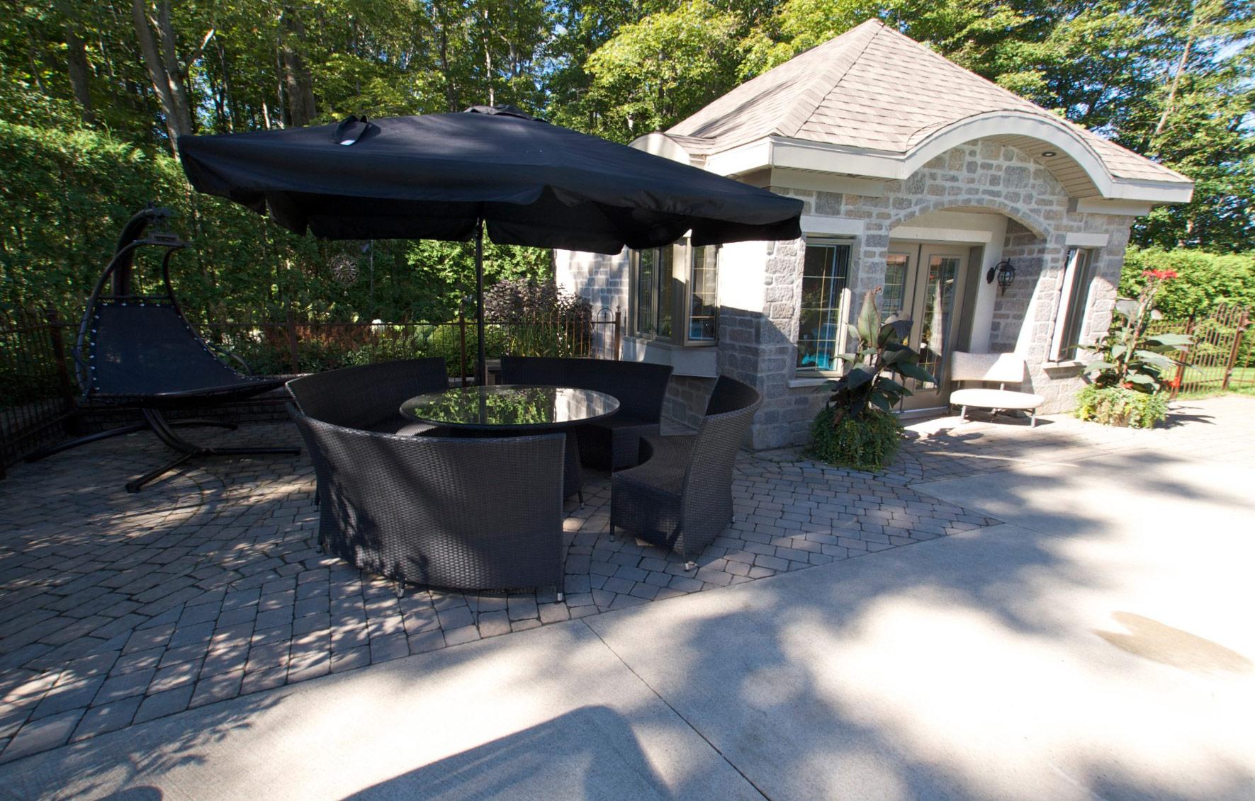patio luxueux en pavé