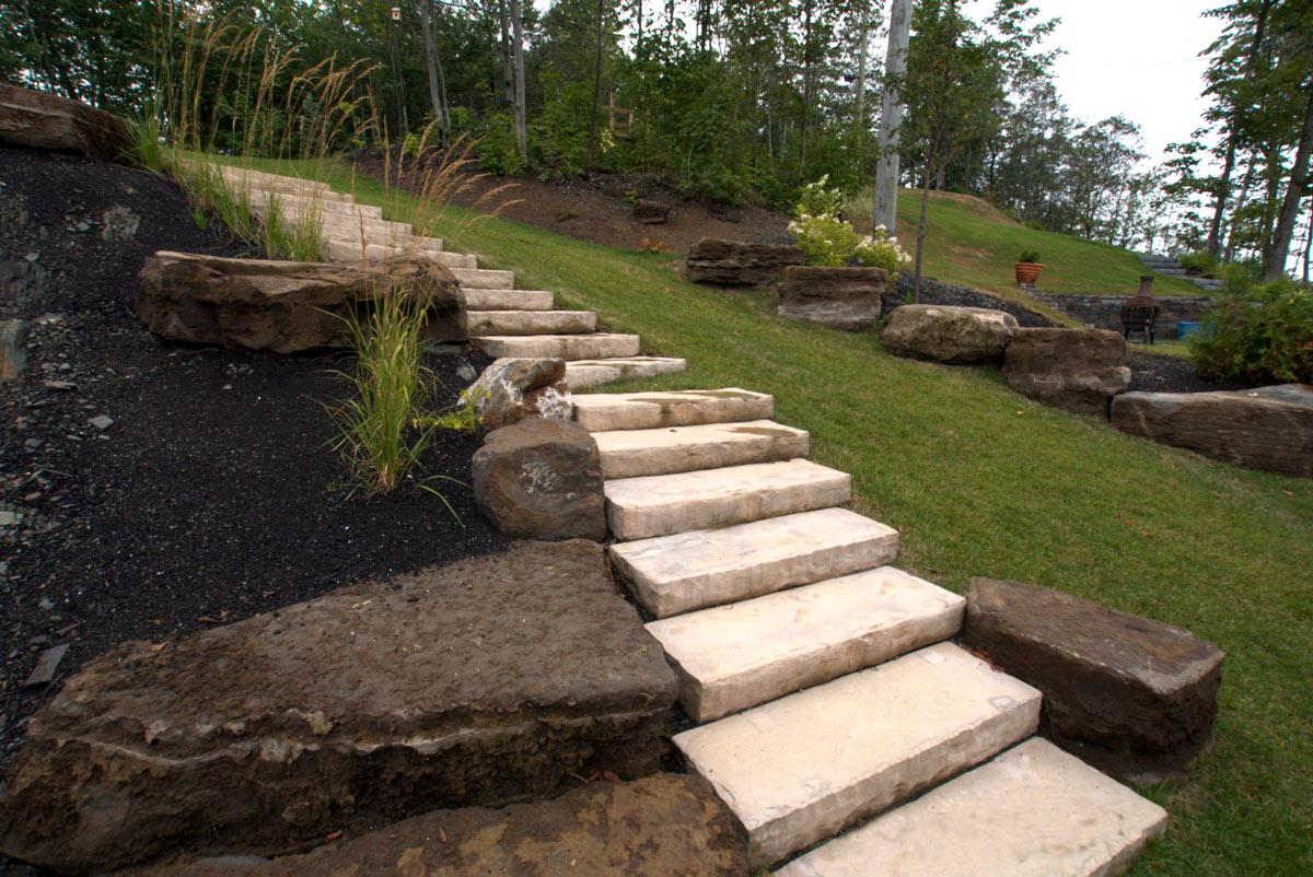escalier de pierres naturelle